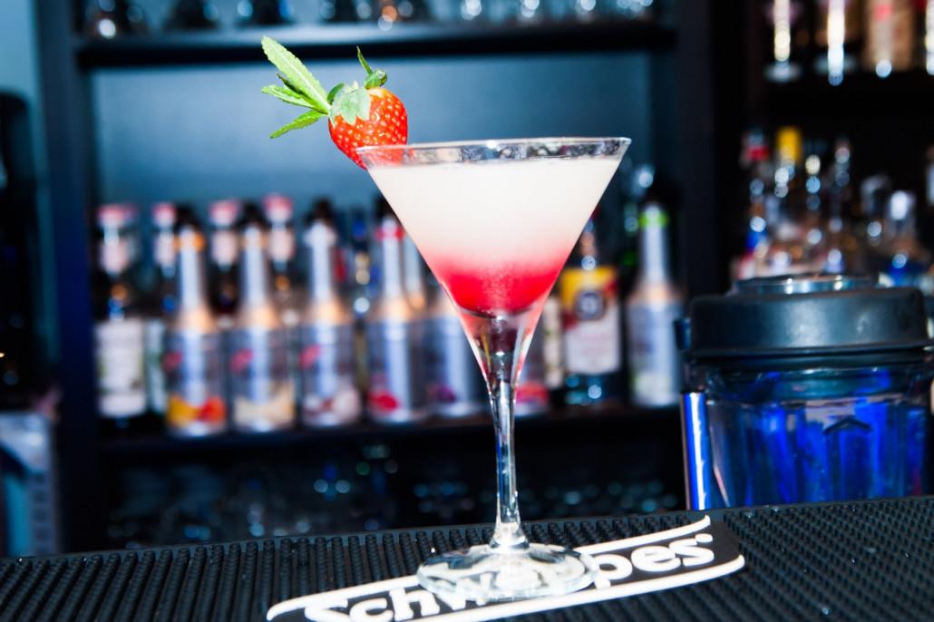 Preparando un cocktail